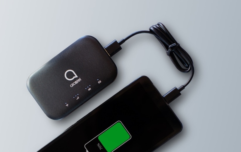 Carga tus otros dispositivos con elAlcatel LINKZONE 2. Metro by T-Mobile.
